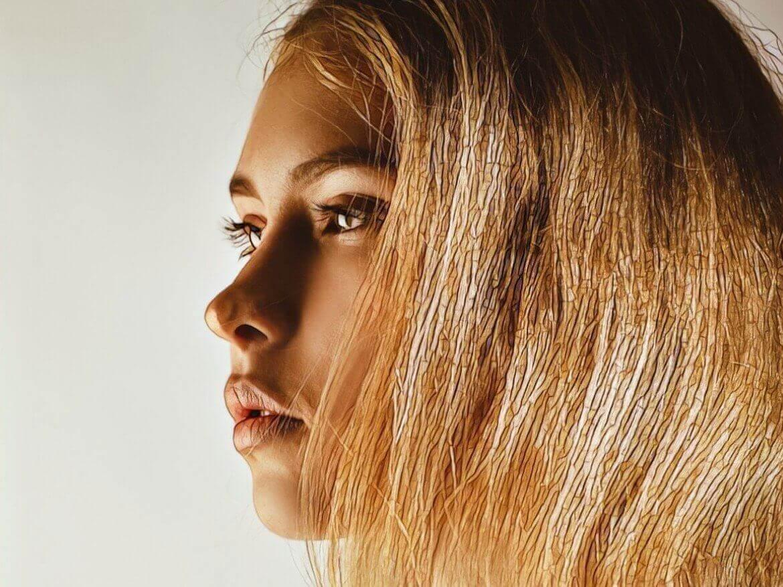 Девушка с чувствительной кожей