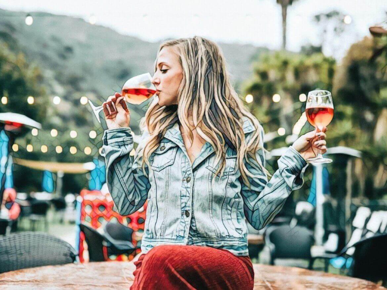 Фото девушки с алкоголем который вызывает прыщи