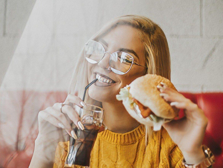 Фото девушки, которая есть продукты с глютеном