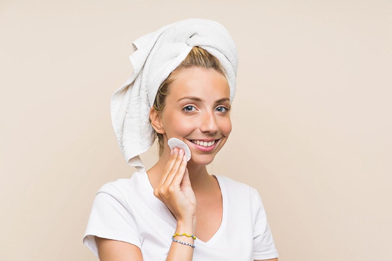 фото девушки после лечения акне минеральными маслами