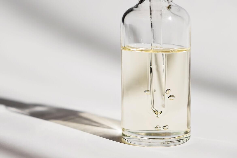 косметическое масло в бутылочке