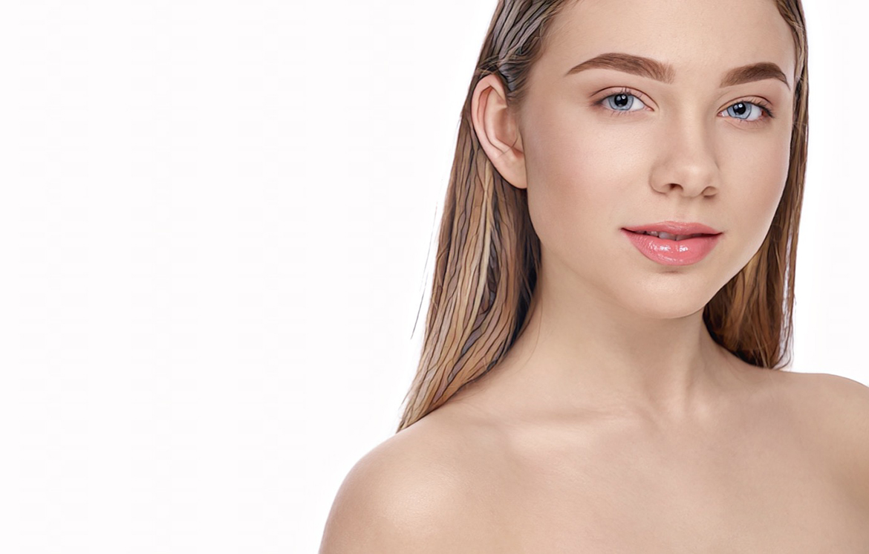 девушка-подросток прошла процедуру чистки лица