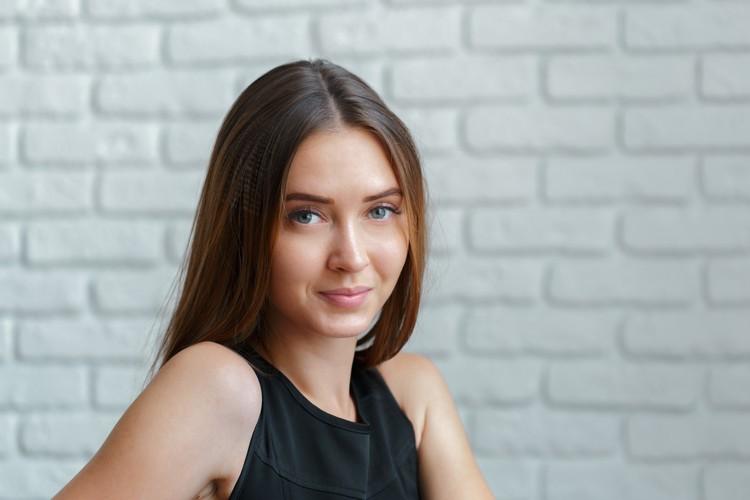 Портрет молодой красивой женщины