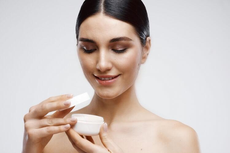 503brunette-bare-shoulders-cream-jar-dermatology